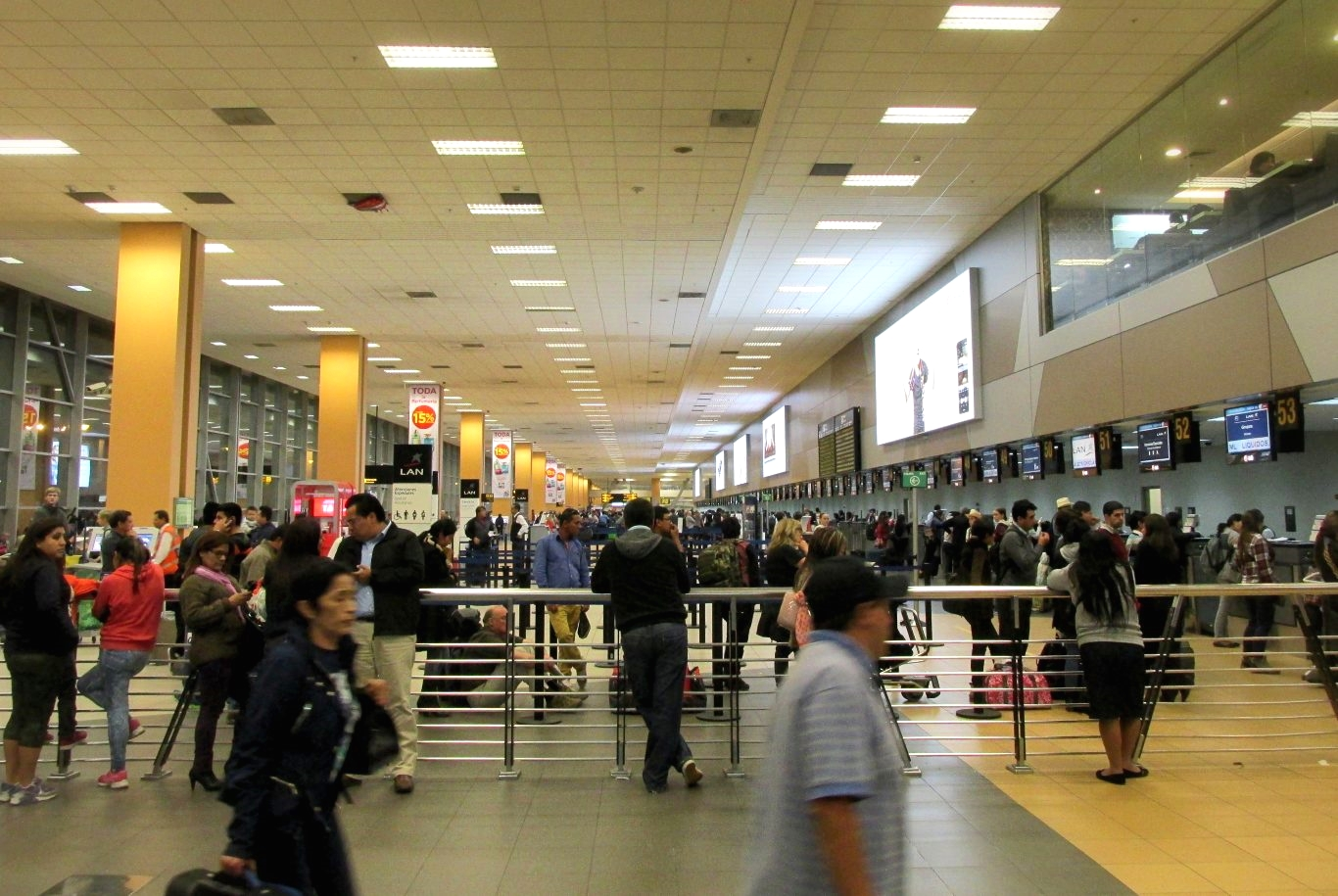Peruvian customs regulations inside Lima Airport